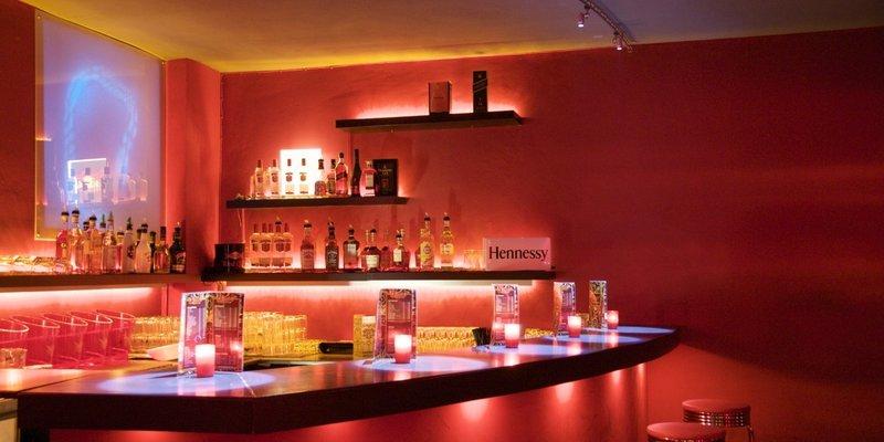 Location mit 3 var. Räumen und Bühne - Main-Area Bar