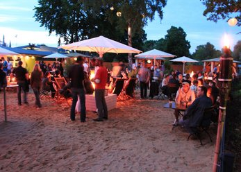 Beach Club direkt am Fluss
