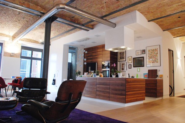 location exklusives loft in ehemaliger fabrik in berlin friedrichshain kreuzberg. Black Bedroom Furniture Sets. Home Design Ideas