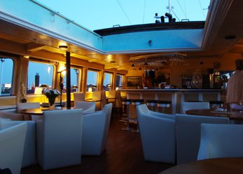 Ship for events with bar and lounge