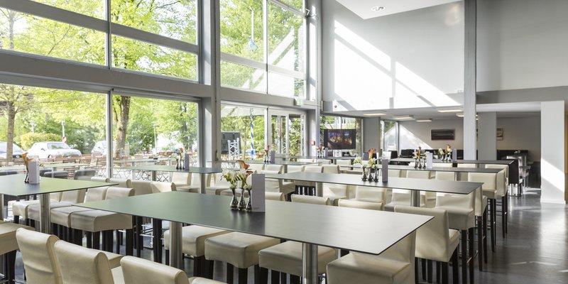 Filmkantine und Bar mit Glasfront, Grünwald