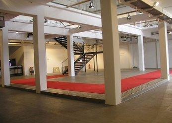 Weißer Ausstellungs-/Veranstaltungsraum