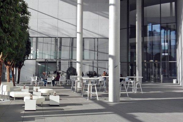 location pinakothek der moderne in m nchen maxvorstadt. Black Bedroom Furniture Sets. Home Design Ideas