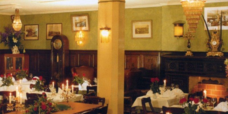 Bar mit ausgefallener Kolonialstil-Deko - Restaurant