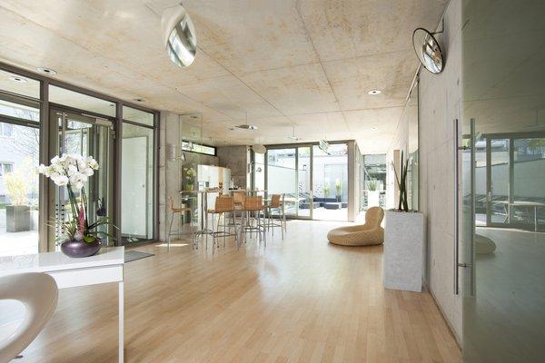 Lichtdurchflutete Designräume mit Atrium
