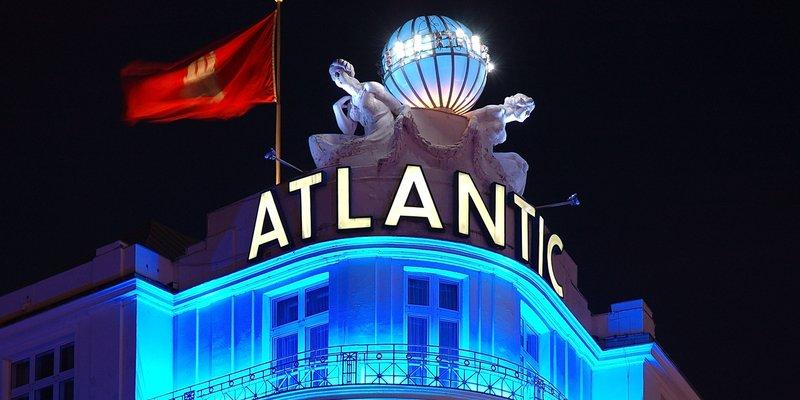 Legendäres Grandhotel - Hotel Atlantic at night