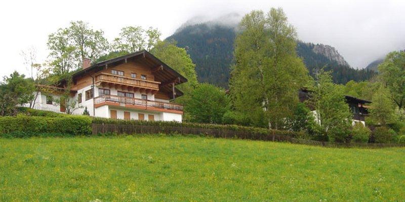 Ländliche Villa mit spektak. Alpenblick