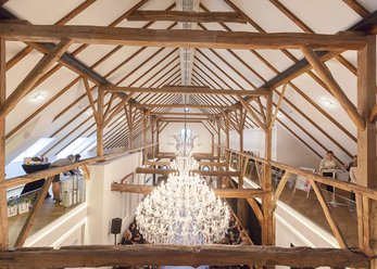 Farm: reovierter Tenne, chandelier
