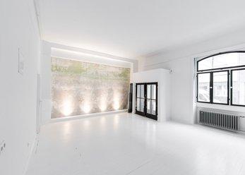 Idyllisches Atelier in Weiß und Schwarz