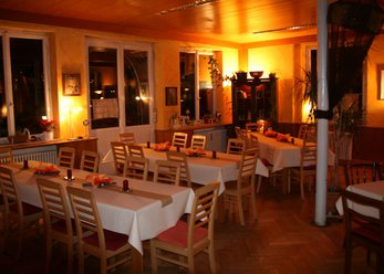Event location with organic food directly on the river Neckar