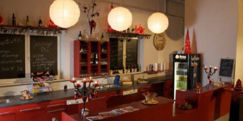 Gemütliches Loft mit Bühne und Bar