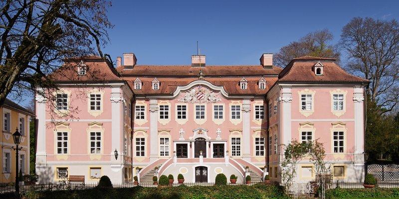 Rokoko-Schloss mit Park und Wildgatter