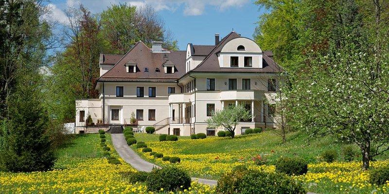 Hotel in historischer Villa im Grünen