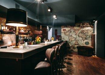 Bar im Gentlemans Stil mit tollen Cocktails