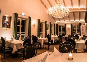 Restaurant mit Saal und Panoramaterrasse
