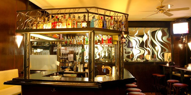Bar m. schönem 70ies-Interieur