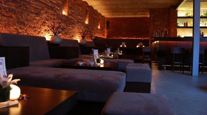 Chillige Cocktailbar in alter Bäckerei - Innenansicht Hauptraum