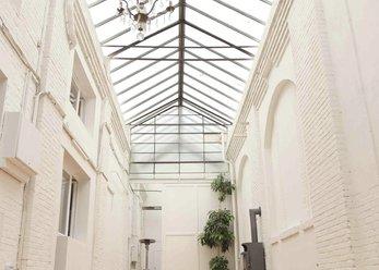 LOFT-Raum mit Lichthof und einzelne Studios