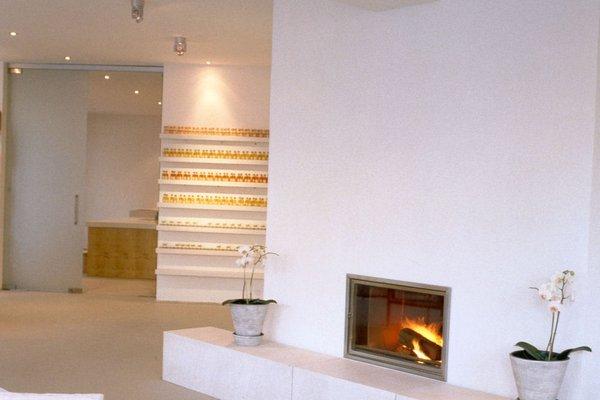 City Loft mit offenem Koch& wellness Bereich  - Laden mit offenem Kamin und Blick in Designer Küche