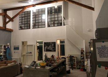 Loft mit hohen Decken und Holzboden in Köln